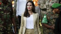 С дизайнерско Valentino до магазина: Анджелина Джоли знае как!
