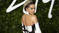 Рита Ора: Бежанката, която стана една от най-богатите поп звезди