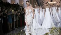 Зимно яке: Ирина Шейк залага на светлите модели