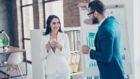 Свалки в офиса: Как да разберете, че колегата ви харесва