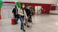 """Празнично посрещнаха първите за сезона редовни и чартърни полети на """"България Еър"""" до Бургас"""
