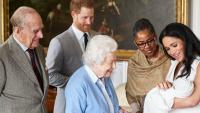 """""""Това е много тъжна история"""": Принц Чарлз е виждал внука си Арчи само два пъти"""