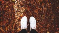 Как да почистим белите си обувки?