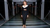Есенна мода: Хейли Бийбър със секси предложение за офиса