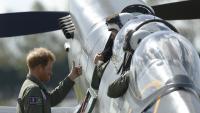 Принц Хари подновява лиценза си за пилот, планира ли скъпа покупка?