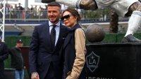 Виктория Бекъм се гордее с извивките на мъжа си
