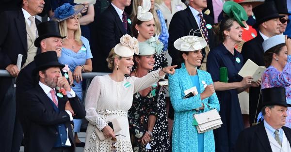 Във Великобритания стартираха легендарните кралски състезания Royal Ascot. Принц Чарлз