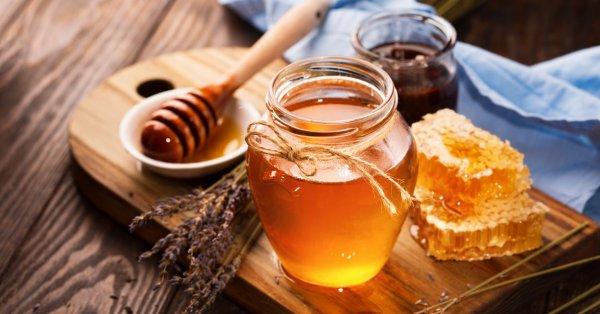 Лято – сезонът на сладоледите, сладкишите, лимонадата и... замразеният мед.