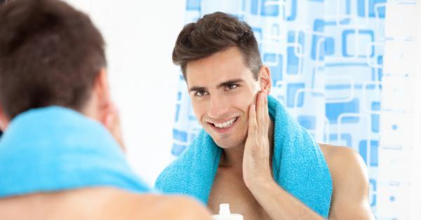Неизменната козметика, която мъжете ползват, е свързана най-вече с бръсненето.