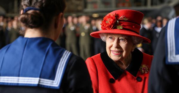 Кралица Елизабет няма намерение да се откаже от своя внук