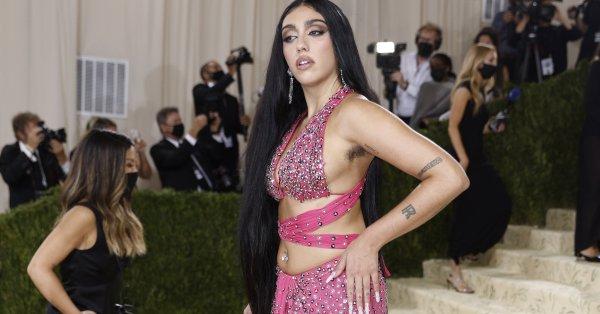 Голямата дъщеря на Мадона призна, че майка ѝ е твърде
