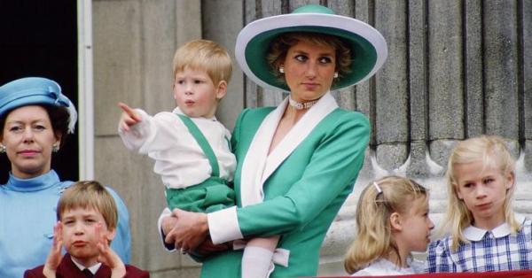 Продължават да се нищят взаимоотношенията на принцеса Даяна с кралското