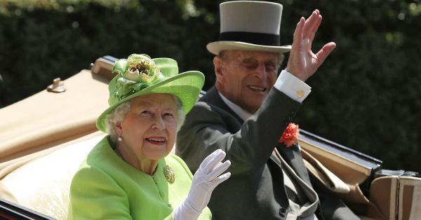 Принц Филип не успял да види на живо новите си