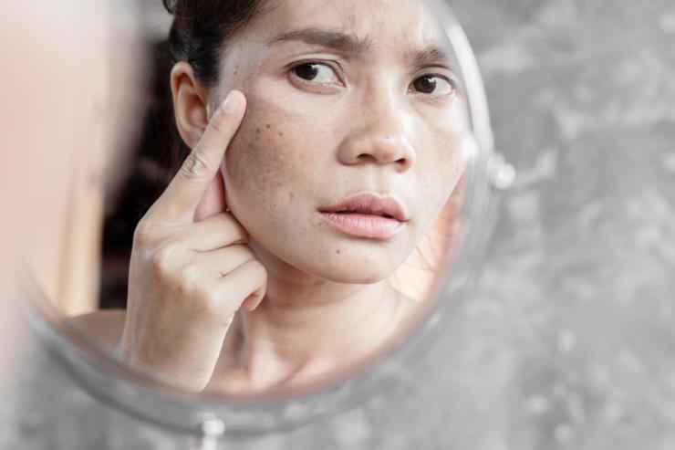 6 грешки, които водят до бръчки около очите - Tialoto